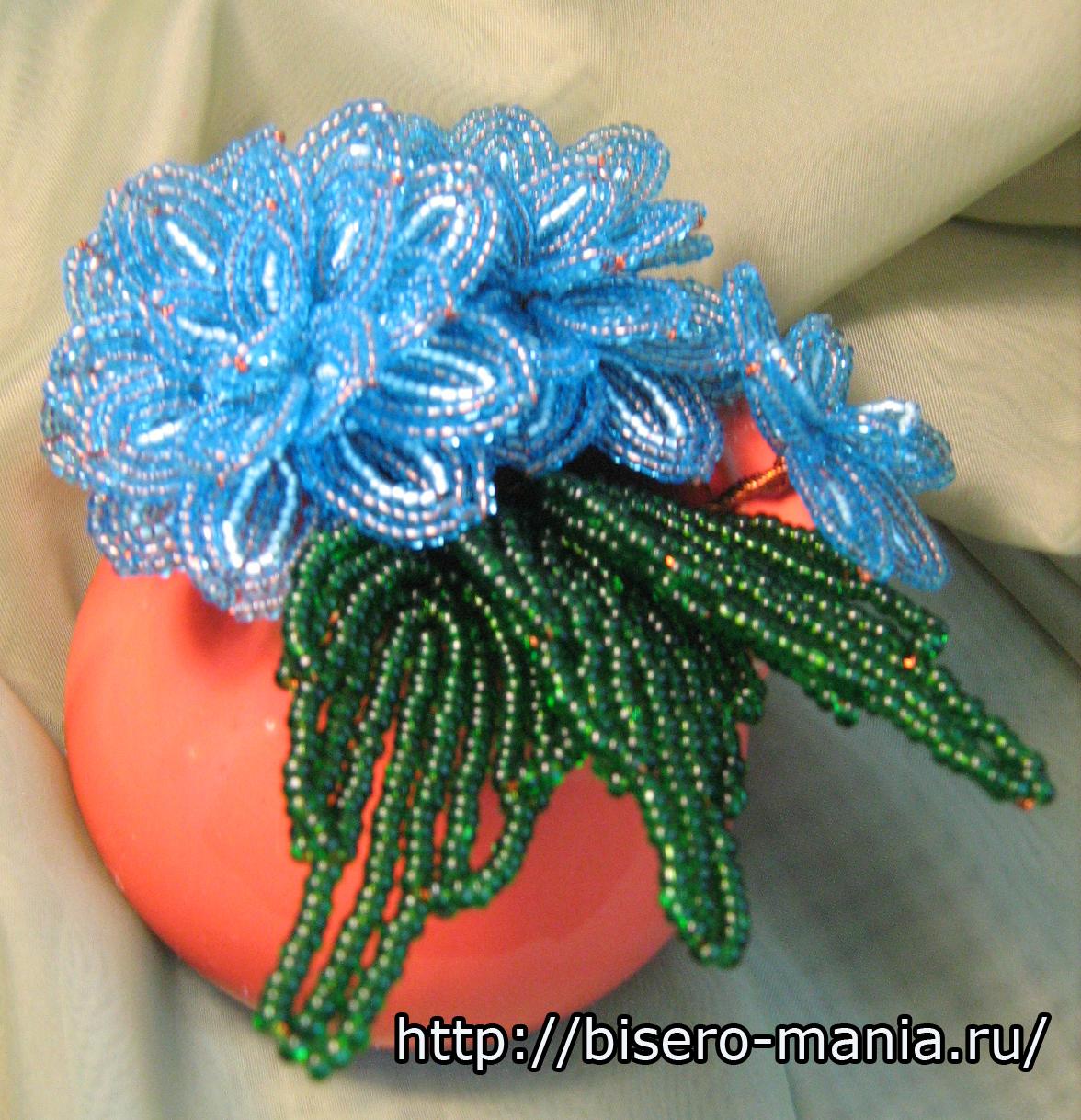 Красивый цветок из бисера