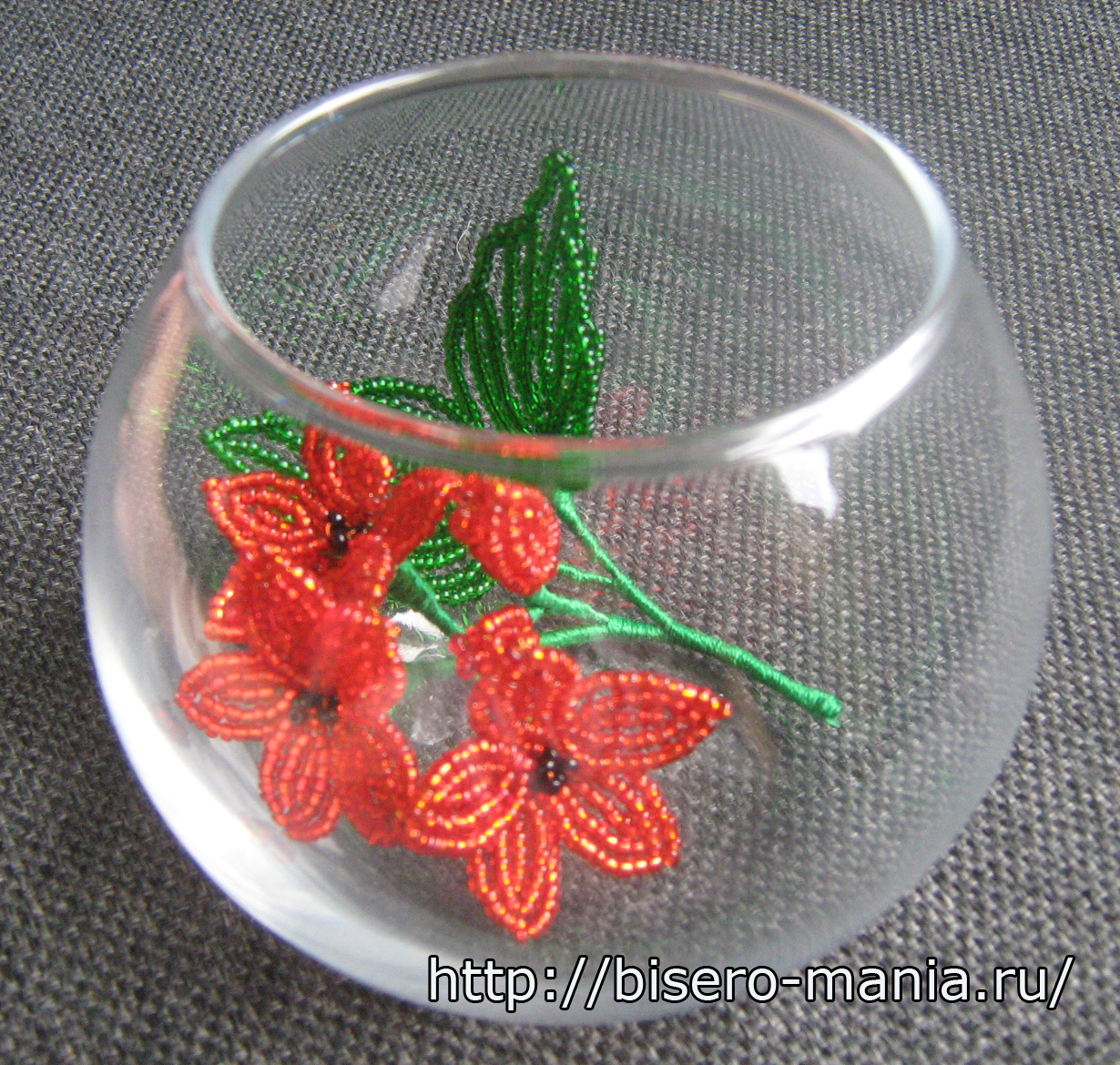 ваза из шаров с цветами