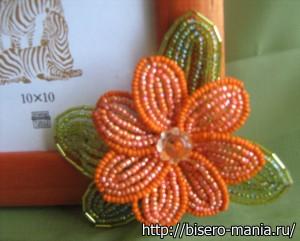 варианты украшения фоторамок цветами из бисера