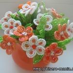 красивый цветок из бисера в горшке